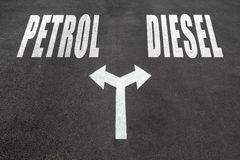 Βενζίνη εναντίον της έννοιας επιλογής diesel στοκ φωτογραφίες