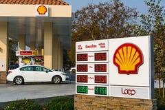 Βενζινάδικο της Shell που βρίσκεται στην περιοχή κόλπων του Σαν Φρανσίσκο στοκ φωτογραφία με δικαίωμα ελεύθερης χρήσης