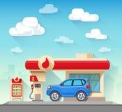 Βενζινάδικο και αυτοκίνητο μπροστά από το νεφελώδη ουρανό Στοκ φωτογραφία με δικαίωμα ελεύθερης χρήσης