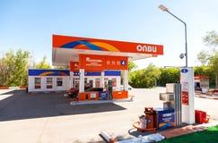 Βενζινάδικο Olvi στη θερινή ημέρα Το Olvi είναι ένα από το ρωσικό αέριο s Στοκ Εικόνα