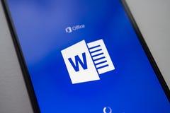 Βερολίνο, Γερμανία - 19 Νοεμβρίου 2017: Εφαρμογή του Microsoft Word στο σύγχρονο smartphone οθόνης Microsoft Office στο κινητό τη Στοκ εικόνες με δικαίωμα ελεύθερης χρήσης