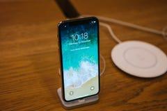Βερολίνο, στις 12 Δεκεμβρίου 2017: η παρουσίαση του iPhone Χ και οι πωλήσεις των νέων προϊόντων της Apple στην επίσημη Apple αποθ Στοκ Εικόνα