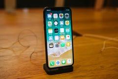 Βερολίνο, στις 12 Δεκεμβρίου 2017: η παρουσίαση του iPhone Χ και οι πωλήσεις των νέων προϊόντων της Apple στην επίσημη Apple αποθ Στοκ εικόνες με δικαίωμα ελεύθερης χρήσης