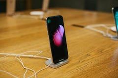 Βερολίνο, στις 12 Δεκεμβρίου 2017: η παρουσίαση του iPhone Χ και οι πωλήσεις των νέων προϊόντων της Apple στην επίσημη Apple αποθ Στοκ φωτογραφία με δικαίωμα ελεύθερης χρήσης