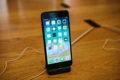 Βερολίνο, στις 12 Δεκεμβρίου 2017: παρουσίαση του iPhone 8 και του iPhone 8 συν και πωλήσεις των νέων προϊόντων της Apple Στοκ φωτογραφίες με δικαίωμα ελεύθερης χρήσης