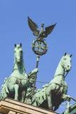 ΒΕΡΟΛΙΝΟ, ΓΕΡΜΑΝΙΑ - 11 ΑΠΡΙΛΊΟΥ 2014: Quadriga πάνω από την πύλη του Βραδεμβούργου Στοκ φωτογραφίες με δικαίωμα ελεύθερης χρήσης