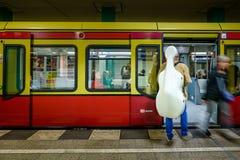 ΒΕΡΟΛΙΝΟ, ΓΕΡΜΑΝΙΑ - 22 ΣΕΠΤΕΜΒΡΊΟΥ 2015: Υπόγειο τρένο στο Anhalt Στοκ φωτογραφία με δικαίωμα ελεύθερης χρήσης