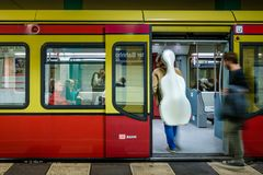 ΒΕΡΟΛΙΝΟ, ΓΕΡΜΑΝΙΑ - 22 ΣΕΠΤΕΜΒΡΊΟΥ 2015: Υπόγειο τρένο στο Anhalt Στοκ εικόνες με δικαίωμα ελεύθερης χρήσης