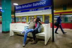 ΒΕΡΟΛΙΝΟ, ΓΕΡΜΑΝΙΑ - 22 ΣΕΠΤΕΜΒΡΊΟΥ 2015: Υπόγειο τρένο στο Anhalt Στοκ φωτογραφίες με δικαίωμα ελεύθερης χρήσης