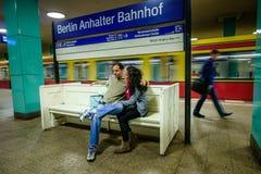 ΒΕΡΟΛΙΝΟ, ΓΕΡΜΑΝΙΑ - 22 ΣΕΠΤΕΜΒΡΊΟΥ 2015: Υπόγειο τρένο στο Anhalt Στοκ Φωτογραφία