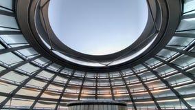 Βερολίνο, Γερμανία - 26 Ιανουαρίου 2014: Μέσα στο θόλο Reichstag, η γερμανική Ομοσπονδιακή Βουλή στο Βερολίνο Στοκ φωτογραφία με δικαίωμα ελεύθερης χρήσης