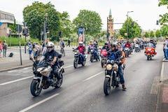 Βερολίνο, Γερμανία - 28 Μαΐου 2016: Παρέλαση μοτοσικλετών στο Βερολίνο ενάντια στο violance Στοκ Εικόνα