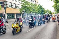 Βερολίνο, Γερμανία - 28 Μαΐου 2016: Παρέλαση μοτοσικλετών στο Βερολίνο ενάντια στο violance Στοκ Φωτογραφία