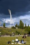 Πύργος και Hill Βερολίνο Γερμανία φωτισμού σταδίων Mauerpark Στοκ φωτογραφίες με δικαίωμα ελεύθερης χρήσης