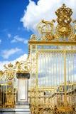 ΒΕΡΣΑΛΛΙΕΣ, ΓΑΛΛΙΑ - 8 ΑΥΓΟΎΣΤΟΥ 2018: Η Royal Palace στις Βερσαλλίες Το παλάτι και οι περιβάλλοντες κήποι είναι είναι στην ΟΥΝΕΣ στοκ εικόνες με δικαίωμα ελεύθερης χρήσης