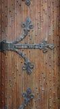 Βελγική σφυρηλατημένη διακοσμητική πόρτα καφετιά Στοκ φωτογραφία με δικαίωμα ελεύθερης χρήσης