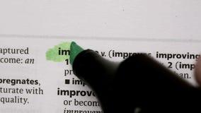 Βελτιωθείτε τονισμένος σε πράσινο απόθεμα βίντεο