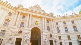Βιέννη, Αυστρία Παλάτι Hofburg που βλέπει από Michaelerplatz, ιστορικό ορόσημο αυτοκρατοριών του Habsbourg Αυτοκρατορική εξωτερικ στοκ εικόνες