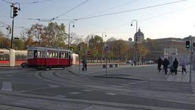 Βιέννη, Αυστρία - το Νοέμβριο του 2017: Εκλεκτής ποιότητας τραμ στις οδούς της Βιέννης australites Η Βιέννη Wien είναι η κύρια κα απόθεμα βίντεο