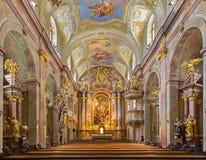 Βιέννη - κύριος βωμός της μπαρόκ εκκλησίας του ST Annes με το χρώμα και της νωπογραφίας από το Ντάνιελ Gran. Στοκ Εικόνες