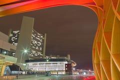 Βιέννη - σύγχρονα ξύλινα αψίδα και κτήριο Unocity Στοκ εικόνες με δικαίωμα ελεύθερης χρήσης