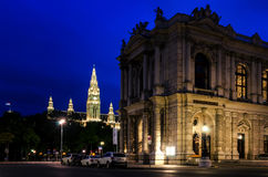 Βιέννη, Burgtheater τη νύχτα στοκ εικόνα με δικαίωμα ελεύθερης χρήσης