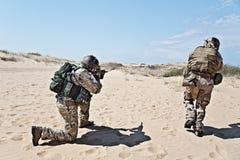Βιασύνη στρατιωτών στοκ εικόνα