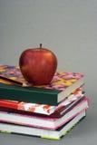 βιβλία μήλων Στοκ Εικόνα