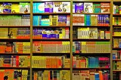 Βιβλία μελέτης σχολικών κολλεγίων στα sheleves Στοκ φωτογραφία με δικαίωμα ελεύθερης χρήσης