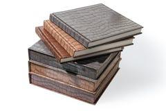 Βιβλία Hardcover που βρίσκονται σε ένα άσπρο υπόβαθρο στοκ φωτογραφία