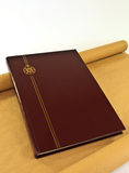 Βιβλίο δέρματος με τη χρυσή CREST Στοκ εικόνα με δικαίωμα ελεύθερης χρήσης