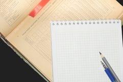 Βιβλίο και σημειωματάριο για τα αρχεία στοκ εικόνες