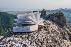 Βιβλίο στα βουνά Στοκ Εικόνες