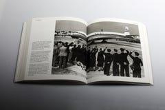 Βιβλίο φωτογραφίας από το Nick Yapp, τα αεροσκάφη παγκόσμιων ` s πρώτος επιβατικών αεροπλάνων στον αερολιμένα Heathrow, 1952 Στοκ Εικόνα