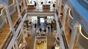 Βιβλιοπωλείο Carturesti στο Βουκουρέστι, Ρουμανία απόθεμα βίντεο