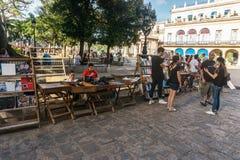 βιβλιοπώλες στην οδό στο Λα Habana Vieja, Κούβα Στοκ φωτογραφία με δικαίωμα ελεύθερης χρήσης