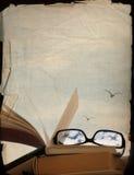 Βιβλία και γυαλιά, που ονειρεύονται τις διακοπές Στοκ Φωτογραφίες
