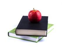 Βιβλία και Apple Στοκ Φωτογραφίες