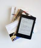 Βιβλία και ebook αναγνώστης Στοκ Φωτογραφία