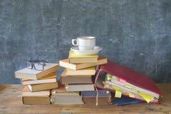 Βιβλία, μαύρος φάκελλος αρχείων πινάκων Στοκ εικόνες με δικαίωμα ελεύθερης χρήσης