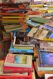 Βιβλία νέων, χρησιμοποιημένων, από δεύτερο χέρι στην επίδειξη στην ευρωπαϊκή αγορά Στοκ Εικόνες