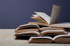βιβλία παλαιά Εκλεκτική εστίαση πεδίο βάθους ρηχό Στοκ φωτογραφίες με δικαίωμα ελεύθερης χρήσης