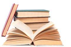 βιβλία που απομονώνονται πέρα από το λευκό στοιβών Στοκ Εικόνα