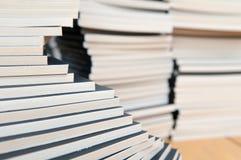 βιβλία που συσσωρεύοντ&a Στοκ εικόνα με δικαίωμα ελεύθερης χρήσης