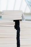 βιβλία που συσσωρεύοντ&a Στοκ εικόνες με δικαίωμα ελεύθερης χρήσης