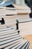 βιβλία που συσσωρεύοντ&a Στοκ Εικόνα