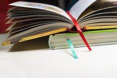 βιβλία δύο σελιδοδεικ&t Στοκ Φωτογραφία