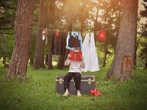 Βιβλίο ανάγνωσης παιδιών για τα επαγγέλματα σταδιοδρομίας στοκ φωτογραφία με δικαίωμα ελεύθερης χρήσης