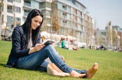 Βιβλίο ανάγνωσης Στοκ φωτογραφία με δικαίωμα ελεύθερης χρήσης