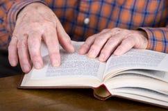 Βιβλίο ανάγνωσης Στοκ Εικόνες